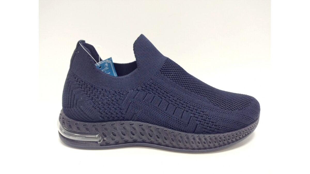 Sliponi, zilā krāsā sieviešu brīvā laika apavi
