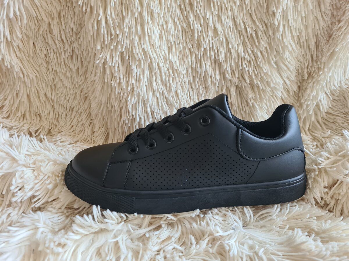 Melnas botes, brīvā laika sieviešu apavi
