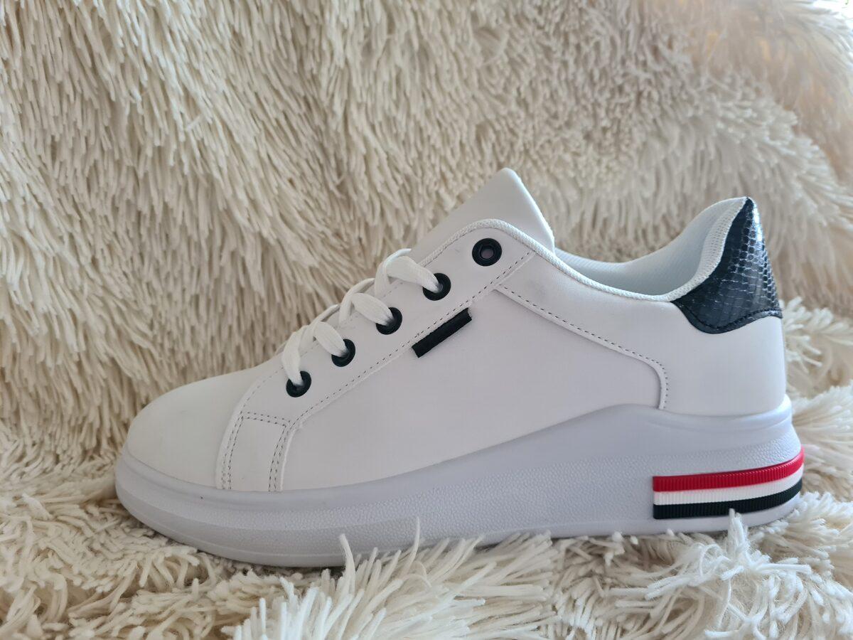 Sieviešu botes, balti brīvā laika apavi