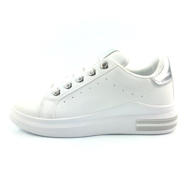 Sneakers, balti ar sudrab krāsu sieviešu brīvā laika apavi