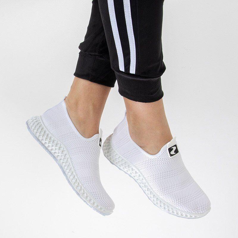 Sliponi, baltā krāsā sieviešu brīvā laika apavi