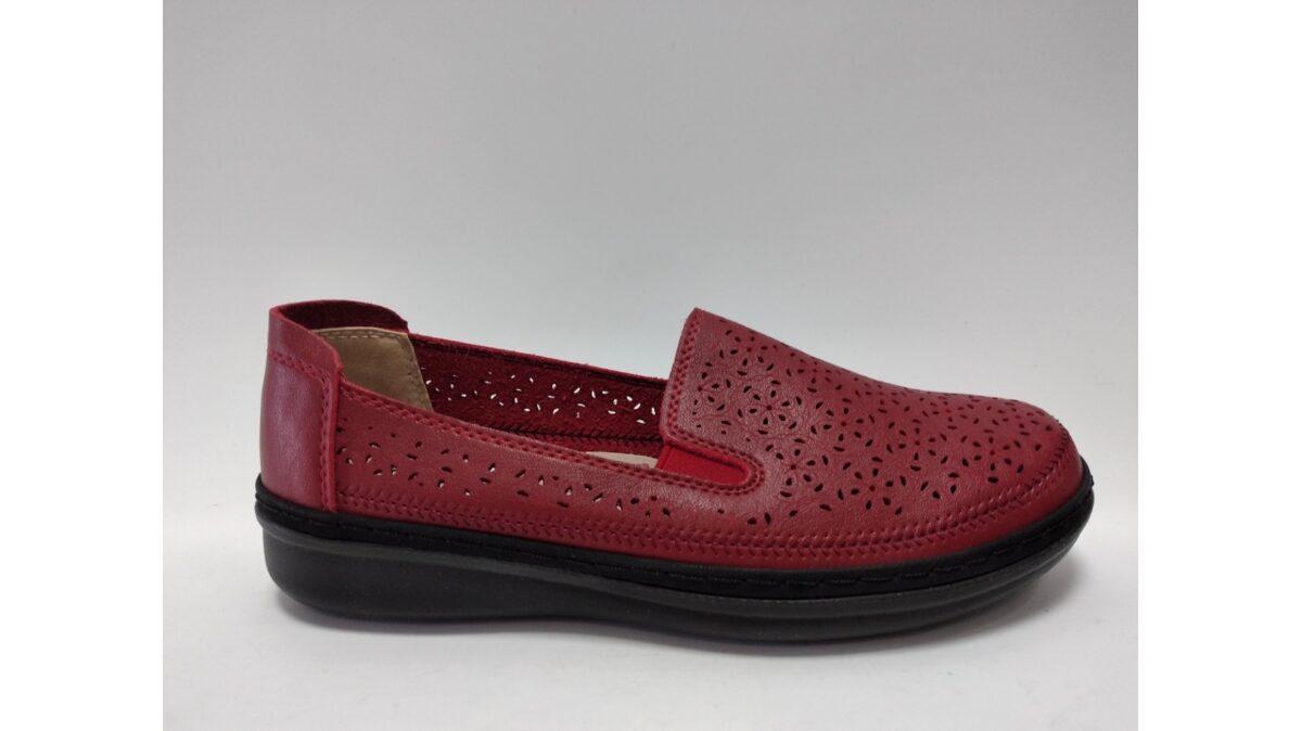 Sieviešu apavi, sarkanas kurpes