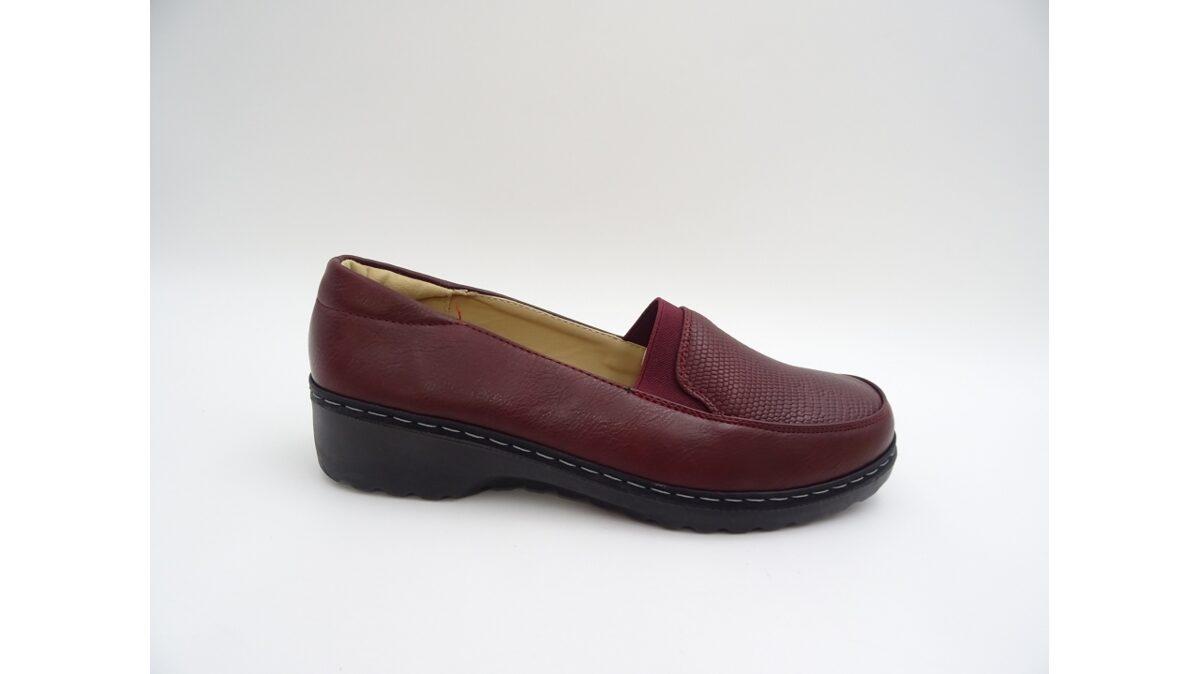 Sieviešu apavi, tumši sarkanas slēgtās kurpes