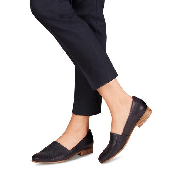 Tamaris ādas apavi, sieviešu zilas zempapēžu slēgtās kurpes